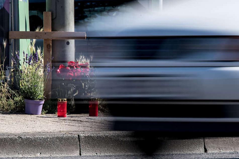 Nach dem Unfall beschimpften der Fahrer und sein Freund das Opfer fremdenfeindlich. (Symbolbild)