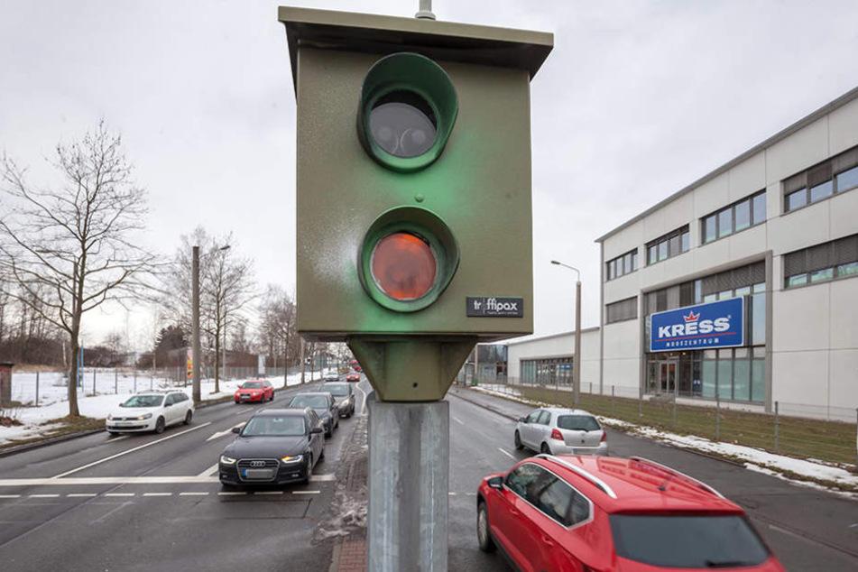 Raser, Ampelsünder und Falschparker mussten in  Stadt und Kreis fünf Millionen Euro bezahlen.