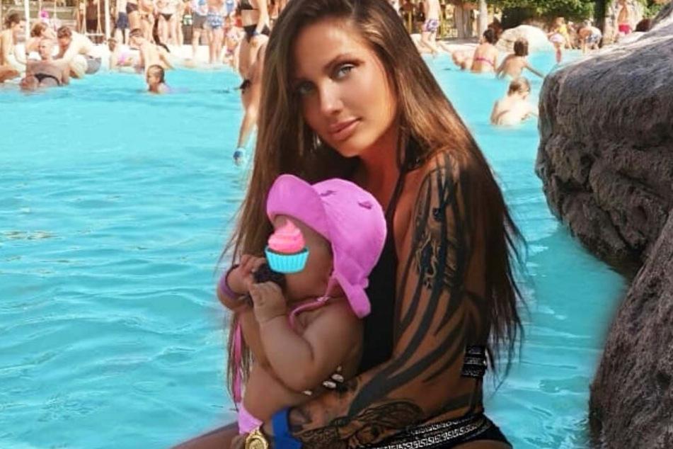 Das Bild zeigt Rotlicht-Rapperin Schwesta Ewa und ihre kleine Tochter Aaliyah Jeyla.