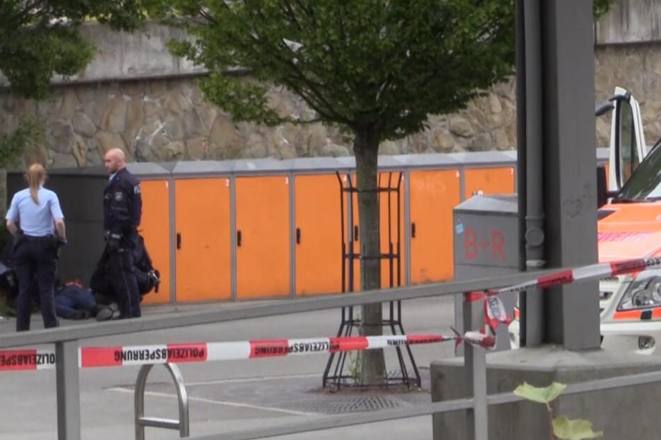 Kurz nach der Tat wurde der Angreifer widerstandslos festgenommen.