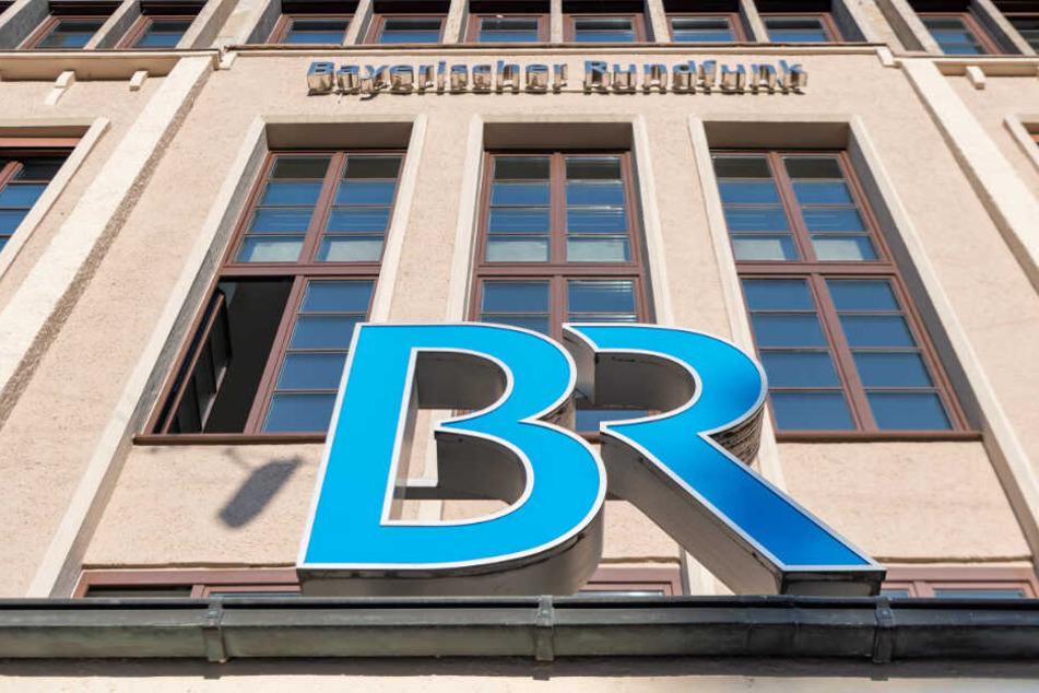 Erstmals ist es im Tarifkonflikt beim Bayerischen Rundfunk (BR) zu Sendeausfällen durch einen befristeten Warnstreik gekommen.
