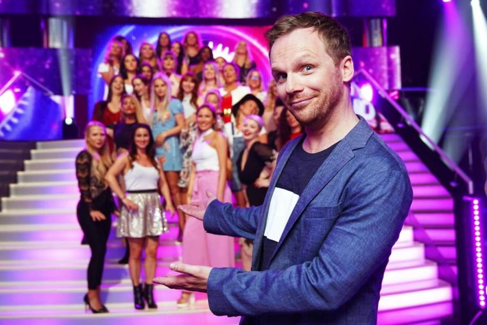 Ralf Schmitz moderiert die Sendung immer samstags.