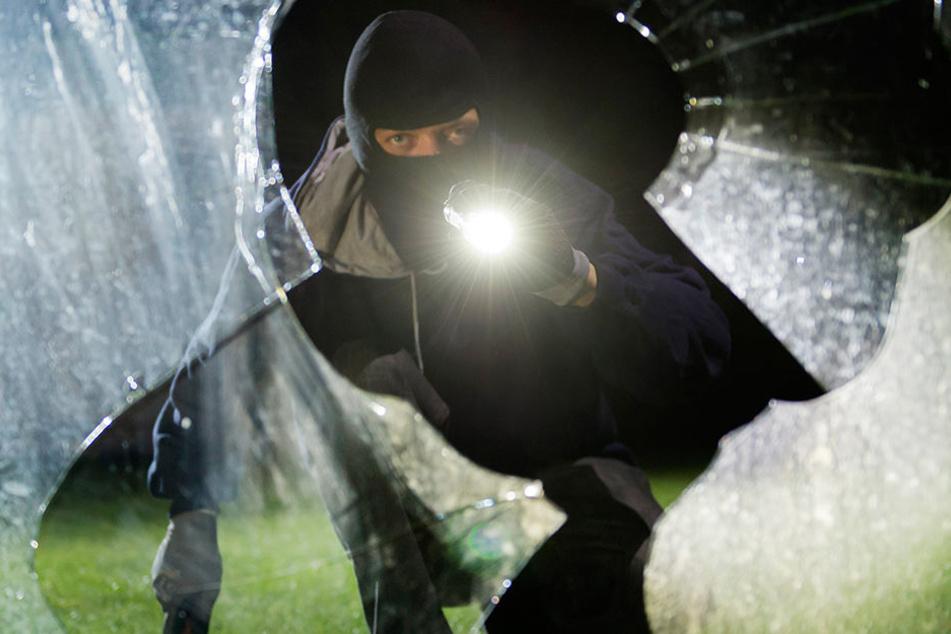 Ein Bünder ertappte einen Einbrecher auf frischer Tat. (Symbolbild)