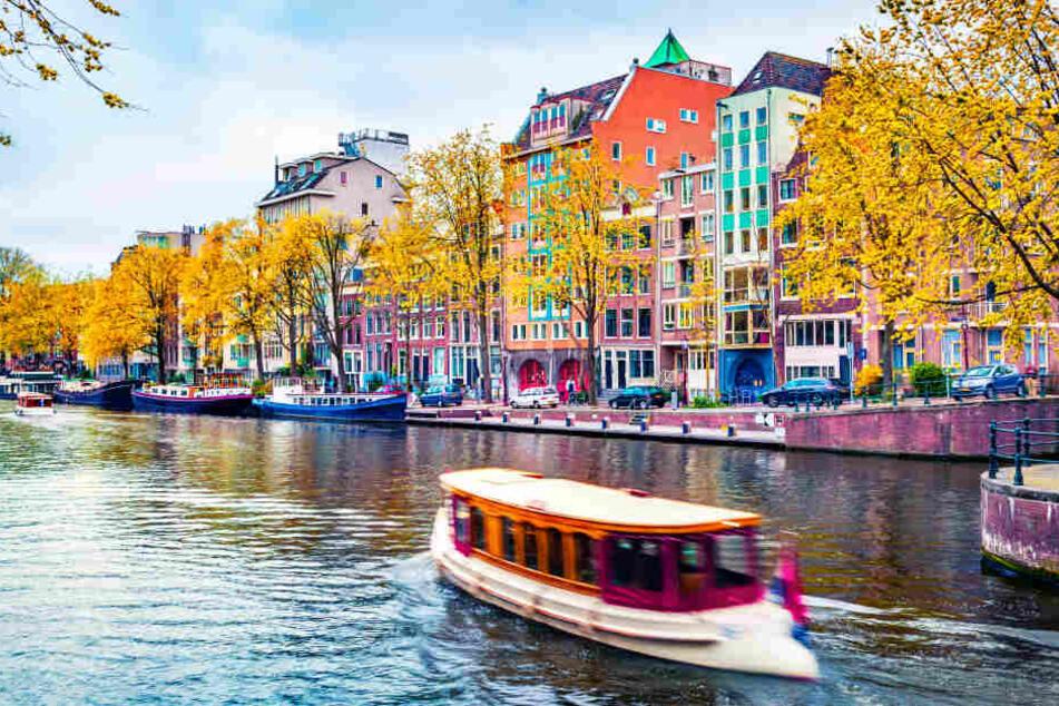 Amsterdam ist auch für seine Grachten bekannt, nicht nur für Gras und Nutten (Symbolbild).
