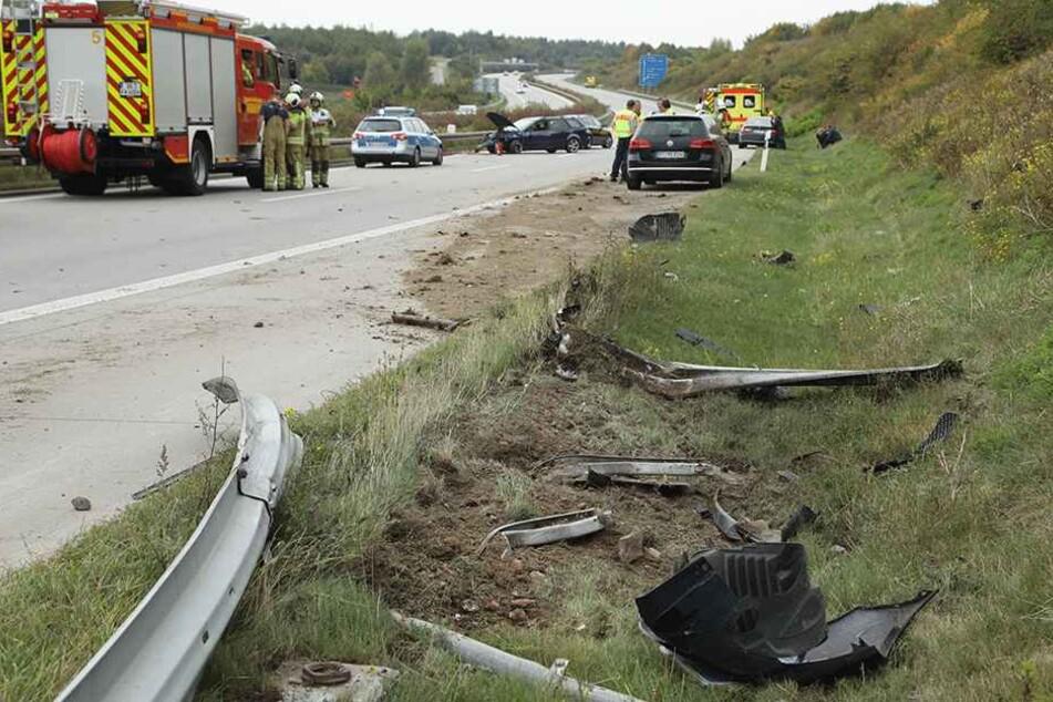 Die Leitplanke nahm der Mazda mit, ehe er auf der A17 zum Stehen kam.