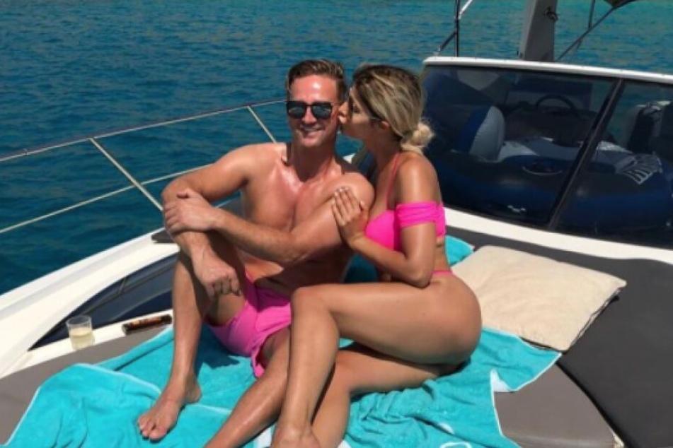Micaela Schäfer (35) urlaubt mit ihrem neuen Freund Adriano Hess auf Mallorca.