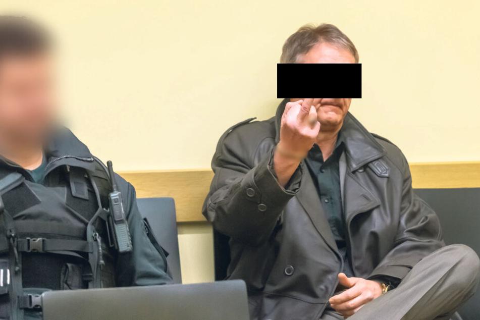 Reichsbürger flippt im Gericht aus und beschimpft Richter: Zwangshaft!