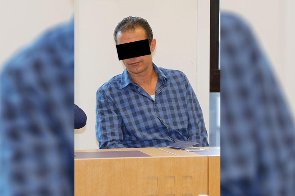 Das Amtsgericht Chemnitz stellte am Mittwoch das Verfahren gegen Autohändler Mamdouh O. (45) ein - er muss jedoch 3200 Euro an Pro-Asyl spenden.