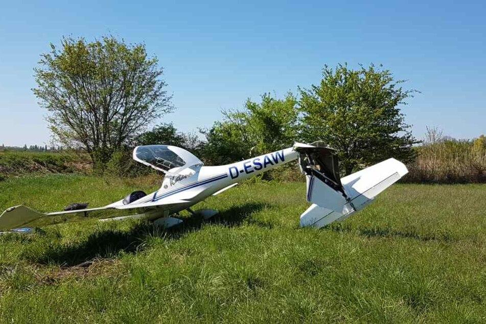 Das Leichtflugzeug wurde bei der Notlandung stark beschädigt.