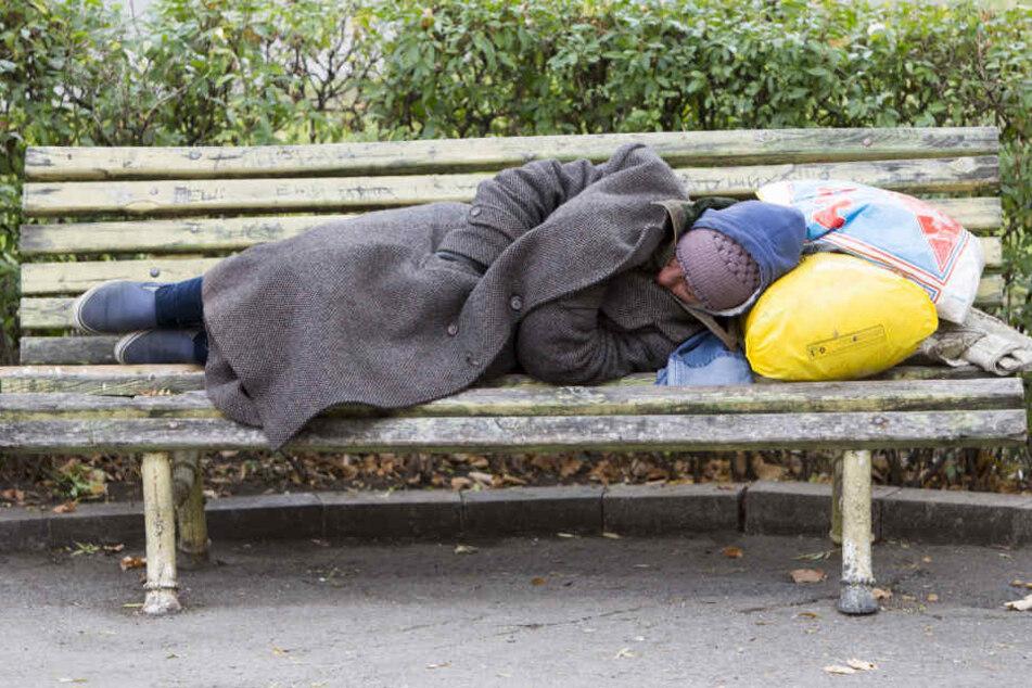 Ein Bild, dass wohl alltäglicher werden wird. Obdachlose, die in keiner Wohnung leben. Und der Winter kommt. (Symbolbild)