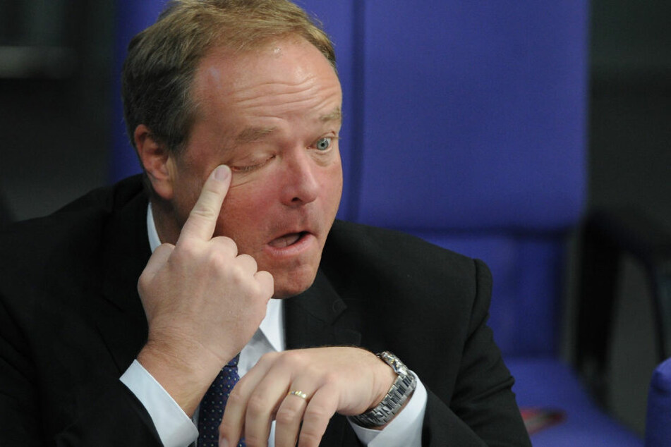 Der frühere FDP-Politiker und heutige Manager des Rüstungskonzerns Rheinmetall Dirk Niebel (54) löste mit FB-Posting einen Shitstorm aus.