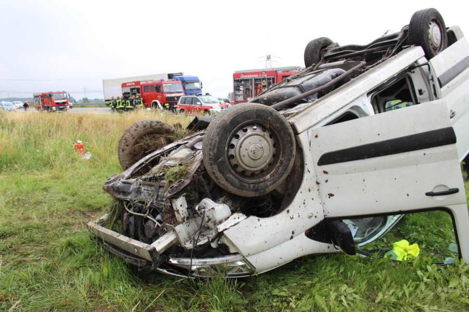 Der alkoholisierte Fahrer verlor die Kontrolle über seinen Pkw und überschlug sich (Symbolbild).