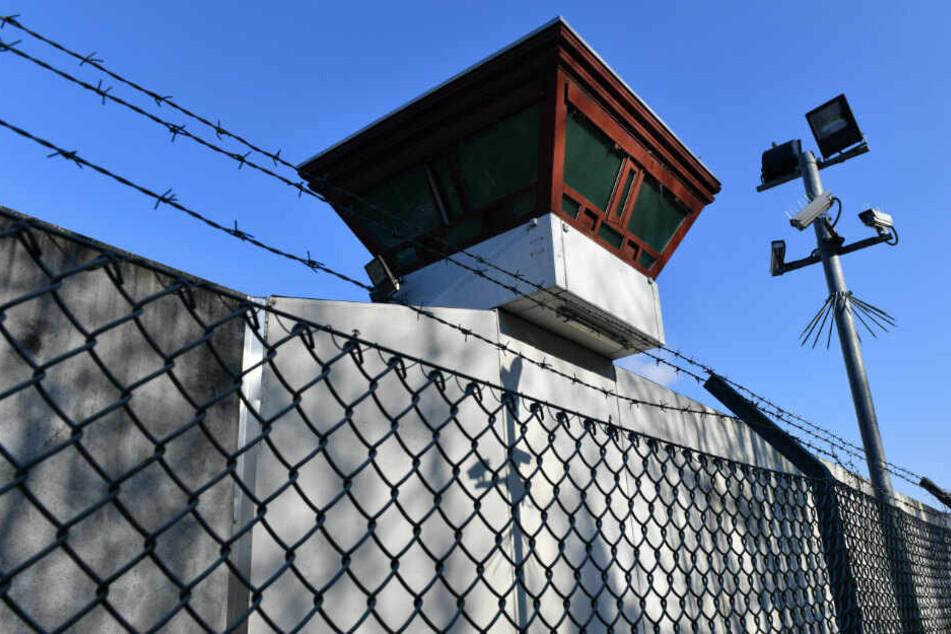 Erst Ende September hatte ein 52-Jähriger in Tegel zwei Gitterstäbe aufgeschweißt.