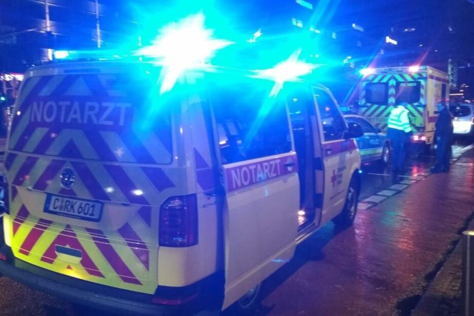 Krankenwagen und Polizei sind vor Ort.