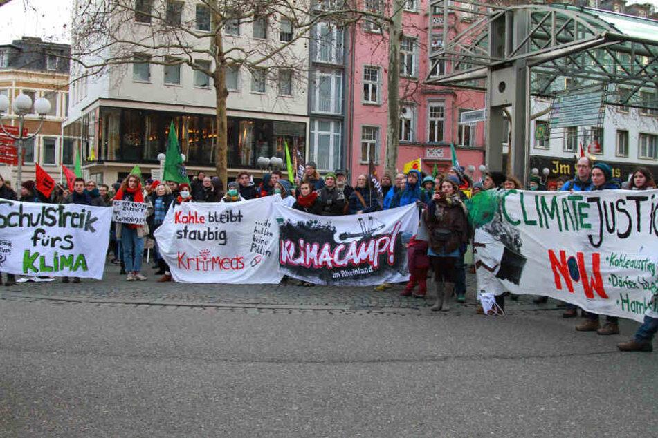Die Demonstranten in der Bonner Innenstadt.