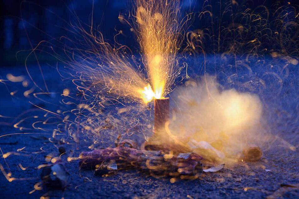 Sprengstoff explodiert vor Imbiss: Mitarbeiter verletzt