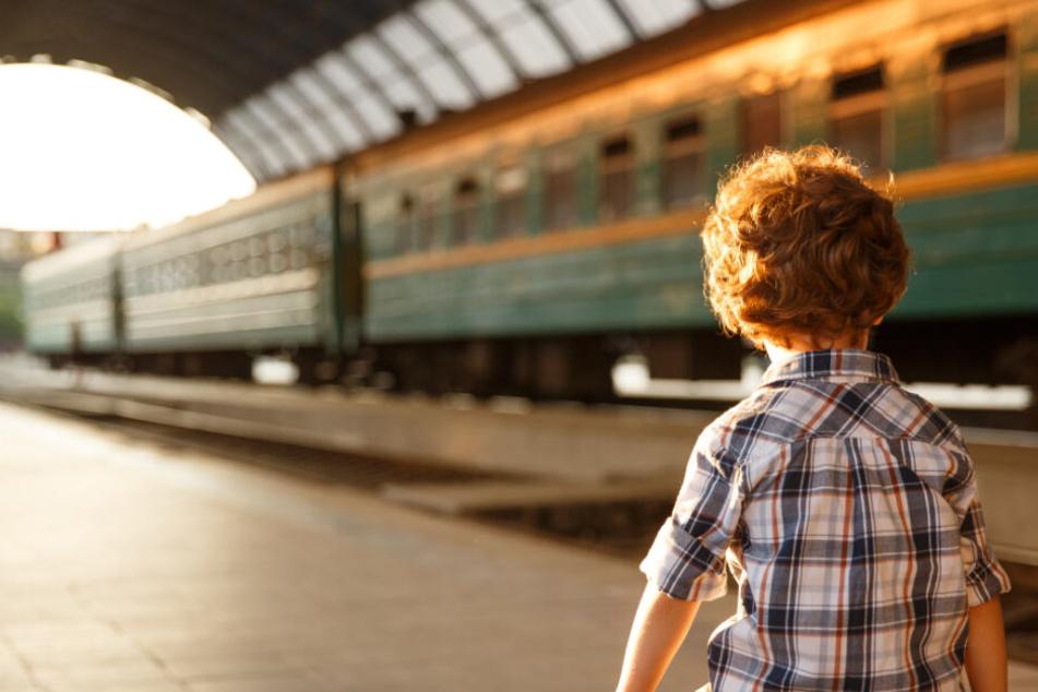 Der Junge setzte sich alleine in den Zug und fuhr nach Jestetten. (Symbolbild)