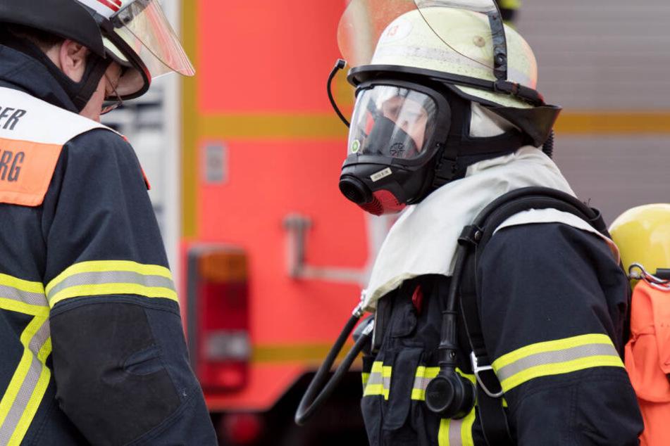 Die Feuerwehr musste in Rosenheim zu einem Einsatz ausrücken. (Symbolbild)