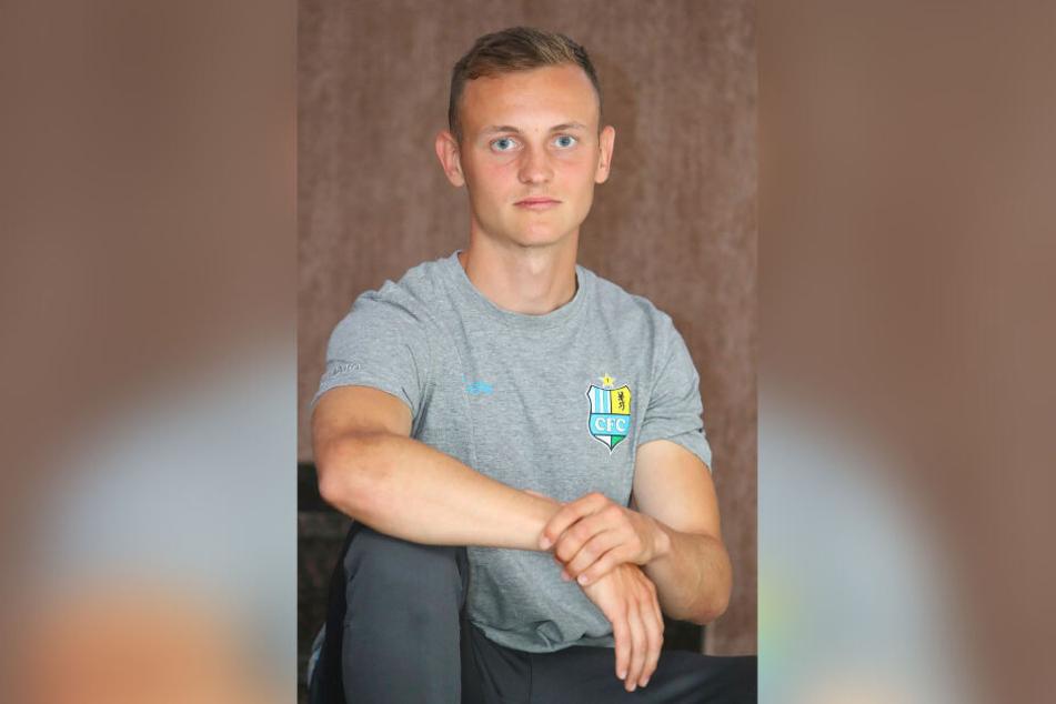 Nils Blumberg posiert im Trainingslager im polnischen Gniewino für die Kamera. Die besondere Stärke des Neuzugangs von Hertha BSC II. ist die Flexibilität.