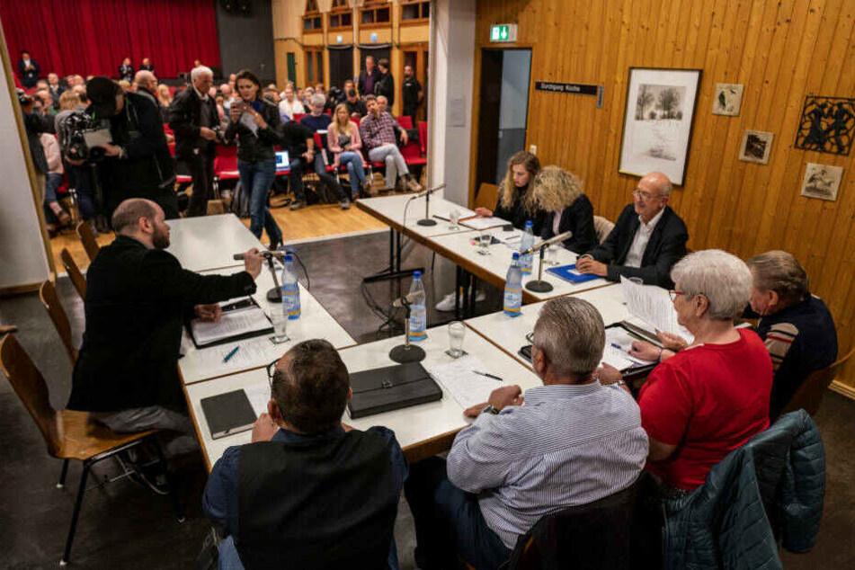 Im Gemeinschaftshaus hatten sich am 22. Oktober die Mitglieder des Ortsbeirates von Altenstadt-Waldsiedlung versammelt, um Stefan Jagsch abzuwählen.