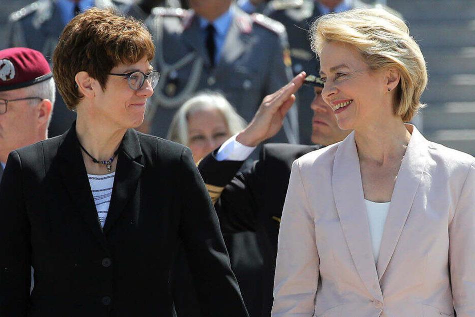 Annegret Kramp-Karrenbauer und Ursula von der Leyen bei der Amtseinführung.