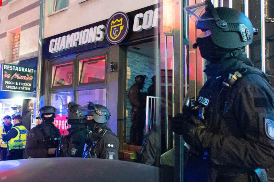 Razzia in Hells-Angels-Treffpunkt: Polizei durchsucht Lokal nach Messerattacke