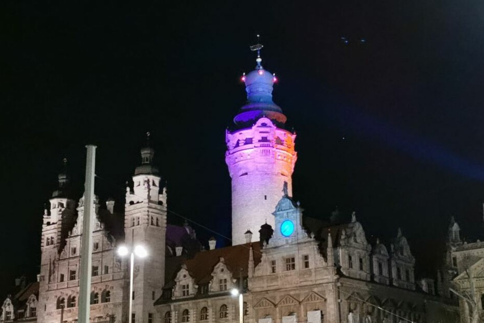 Wann das Rathaus in welchen Farben leuchtet, muss mit den Fachämtern abgesprochen sein.