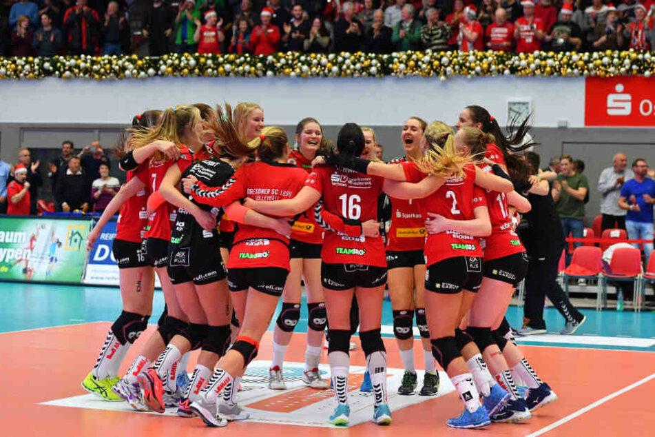 Nach dem Spiel kannte der Jubel bei den DSC-Volleyballerinnen keine Grenzen mehr.