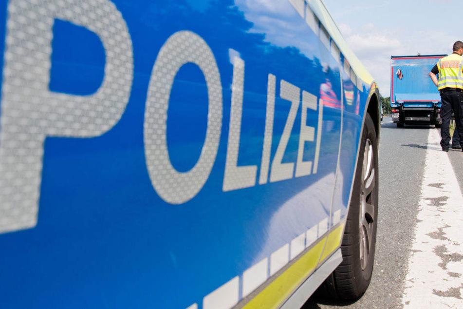 Die Polizei hatte die Leiche der Frau an der Autobahn gefunden. (Symbolbild)