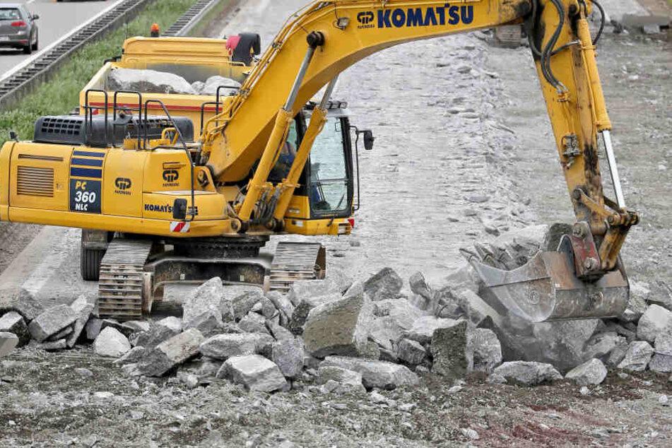 Auch für den Straßenbau wird das Geld verwendet. Manchmal sind sogar zu wenig Projekte da, um alle Millionen auszugeben.