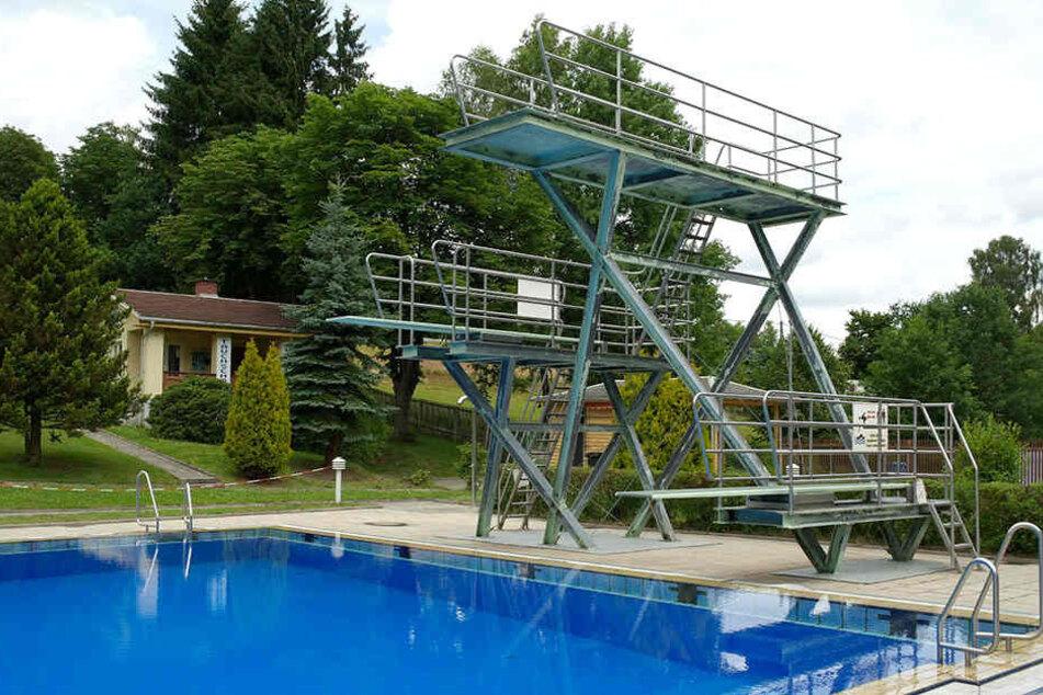 Der 14-Jährige fiel von der Fünf-Meter-Ebene des Sprungturms und verletzte sich dabei am Ein-Meter-Brett.