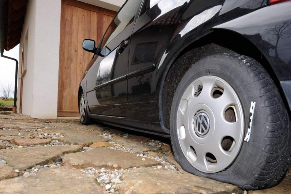 Platte Reifen wohin man schaut gab es am Sonntag in Eisenberg. (Symbolbild)