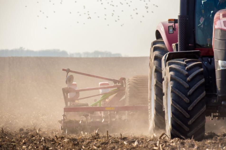 Arbeiter (54) zwischen Traktor und Mähwerk eingeklemmt – tot!