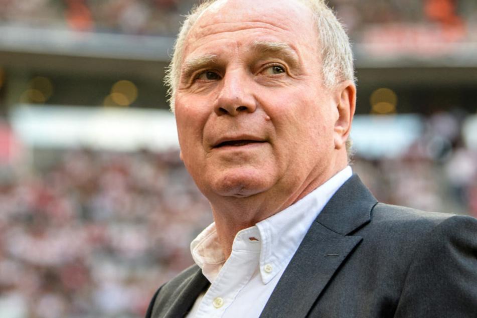 Uli Hoeneß hat nach der Pleite gegen BVB einen Blick nach vorne gewagt. (Archivbild)
