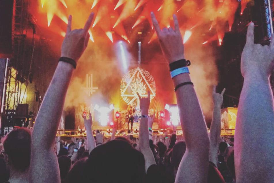 Vor dem Headliner Parkway Drive heizten Behemoth auf der Mad Max Stage ein.