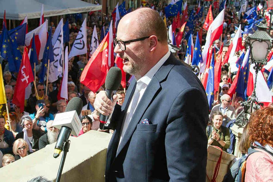 Pawel Adamowicz wurde am 13. Januar auf einer Wohltätigkeitsveranstaltung niedergestochen.