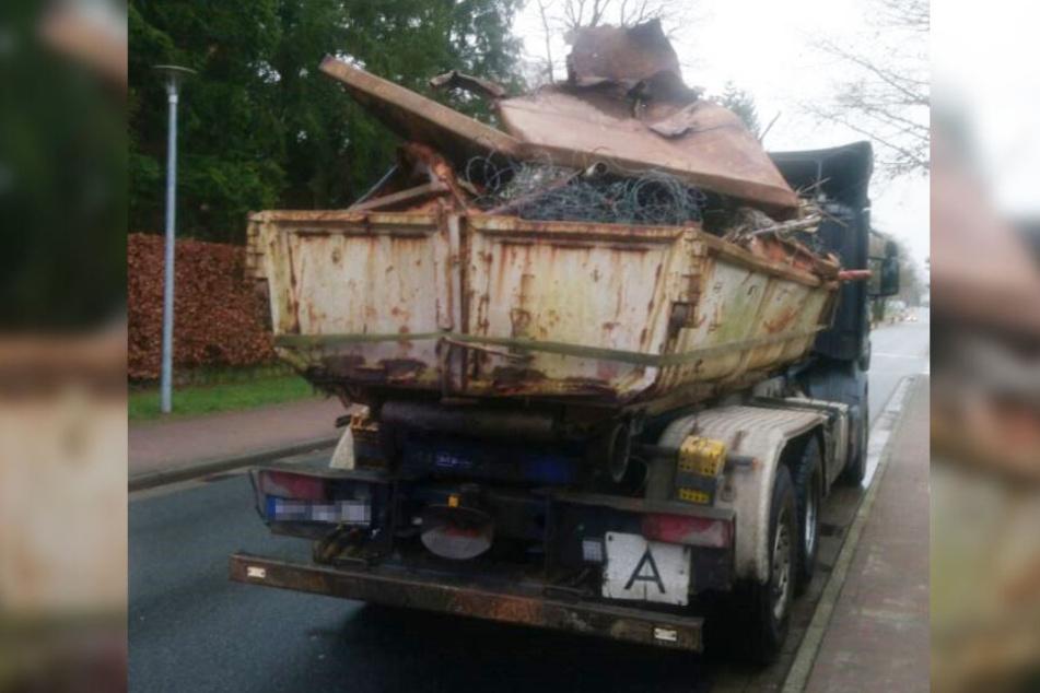 Die Schrottladung auf dem Lastwagen war ungesichert.