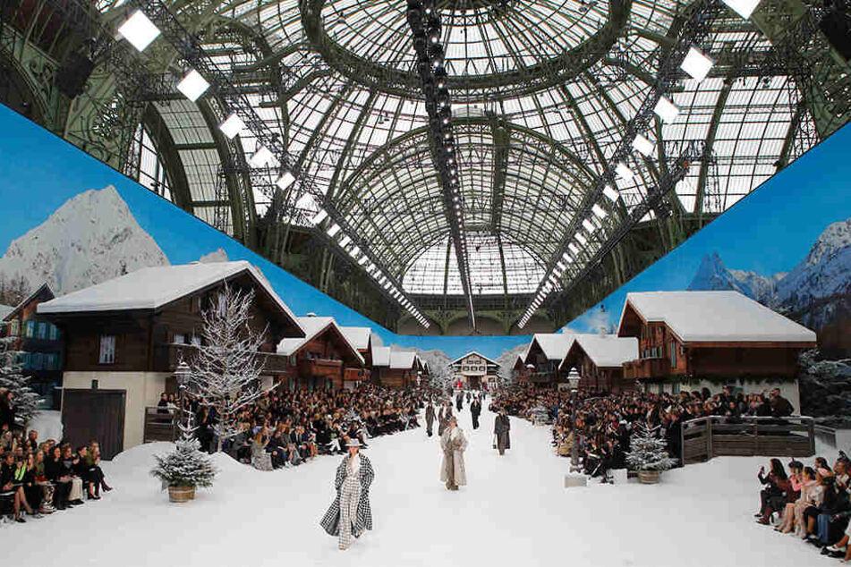 Das Modelabel Chanel zeigte in aufwändiger Kulisse bei der Paris Fashion Week die letzte Kollektion von Karl Lagerfeld.
