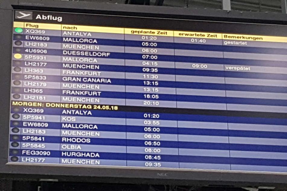 """""""Erwartete Zeit"""" auf der Anzeigetafel für den Flug nach Mallorca: 9 Uhr."""