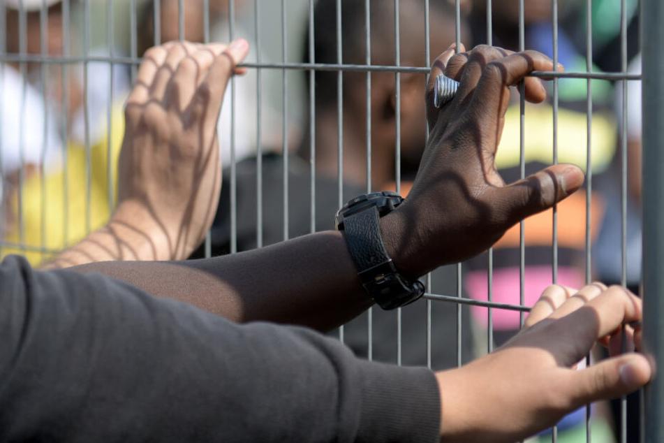 Tausende warten in Bayern in sogenannten Ankerzentren auf Asyl-Entscheidung. (Archivbild)