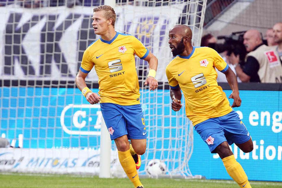 Dominik Kumbela (r.) traf zum 1:0 für die Eintracht.