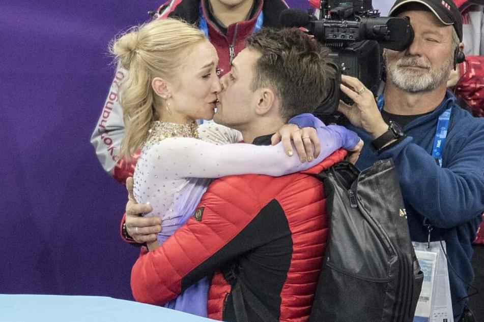 Süße Babyüberraschung bei Aljona Savchenko und ihrem Mann Liam Cross.