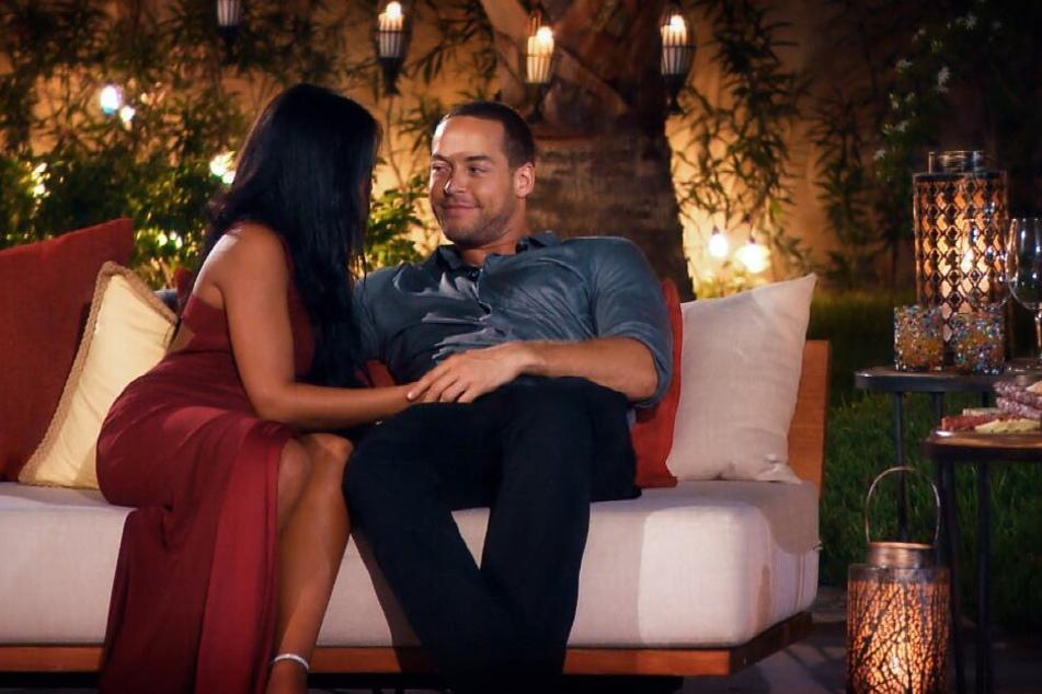Zwischen Nathalia und dem Bachelor knistert es in der sechsten Folge gewaltig.