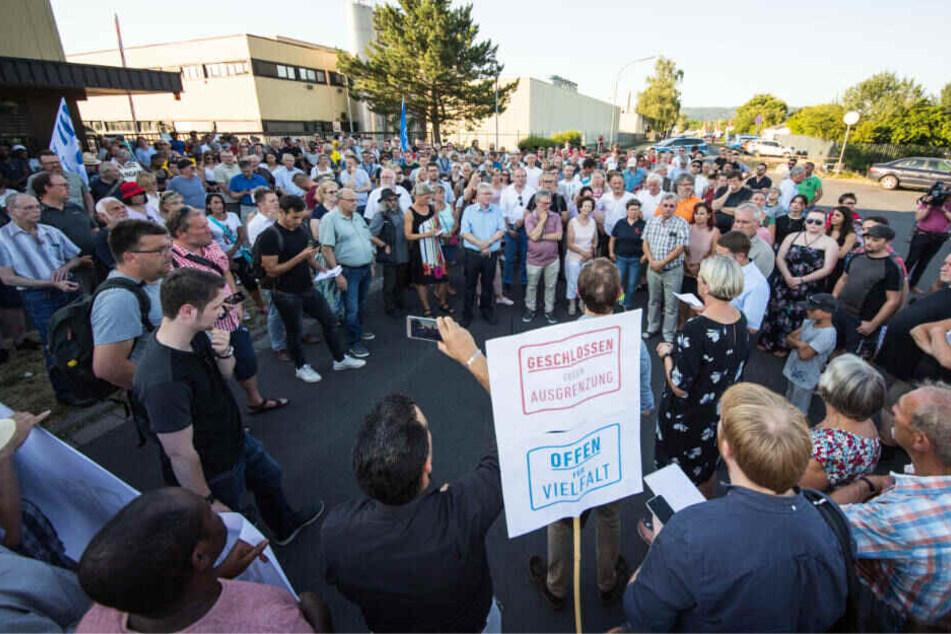 Nach dem Angriff kamen rund 400 Menschen zu einer Mahnwache am Tatort zusammen.