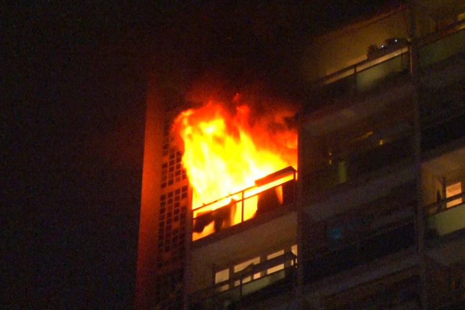 In einem 19-geschossigen Hochhaus in Berlin-Friedrichsfelde hat es in der Nacht zu Montag gebrannt.