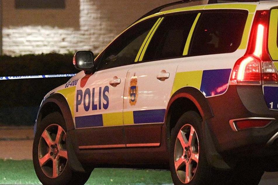 Die schwedische Polizei untersucht den Tatort weiträumig (Symbolbild).