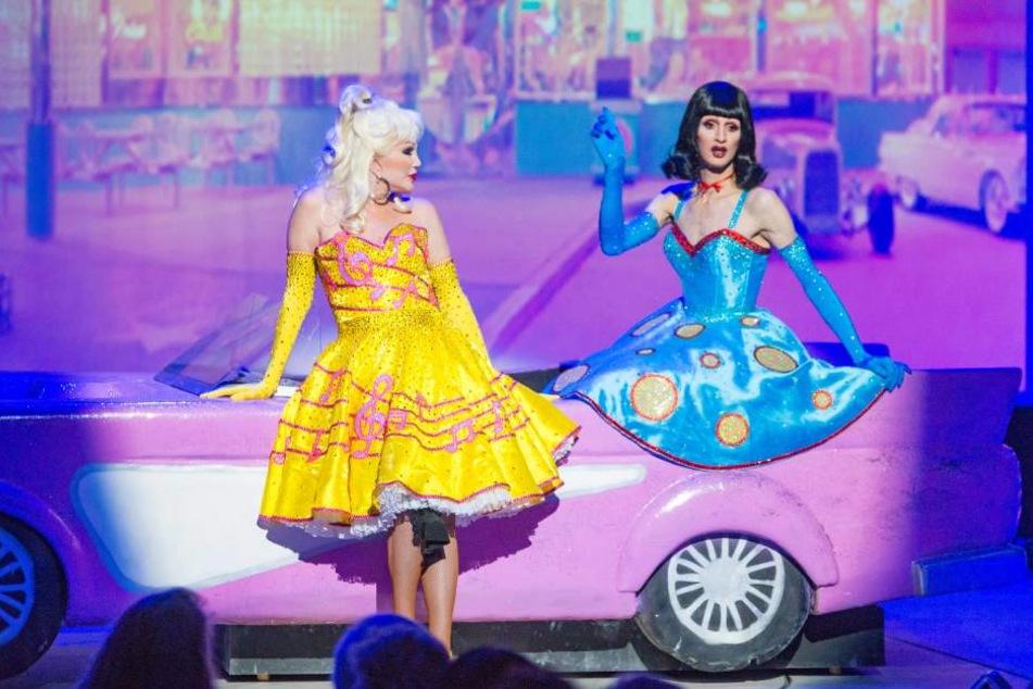 Petticoats und Pink-Cabrio - mit Rock'n'Roll an der amerikanischen Route 66 beginnt die Weltreise.