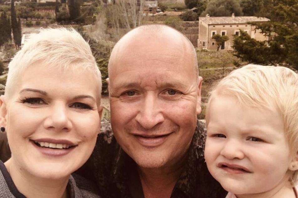 Familienausflug nach Valldemossa: Ballermann-Star Melanie Müller (31), Ehemann und Manager Mike Blümer (53) und die fast zweijährige Tochter Mia Rose.