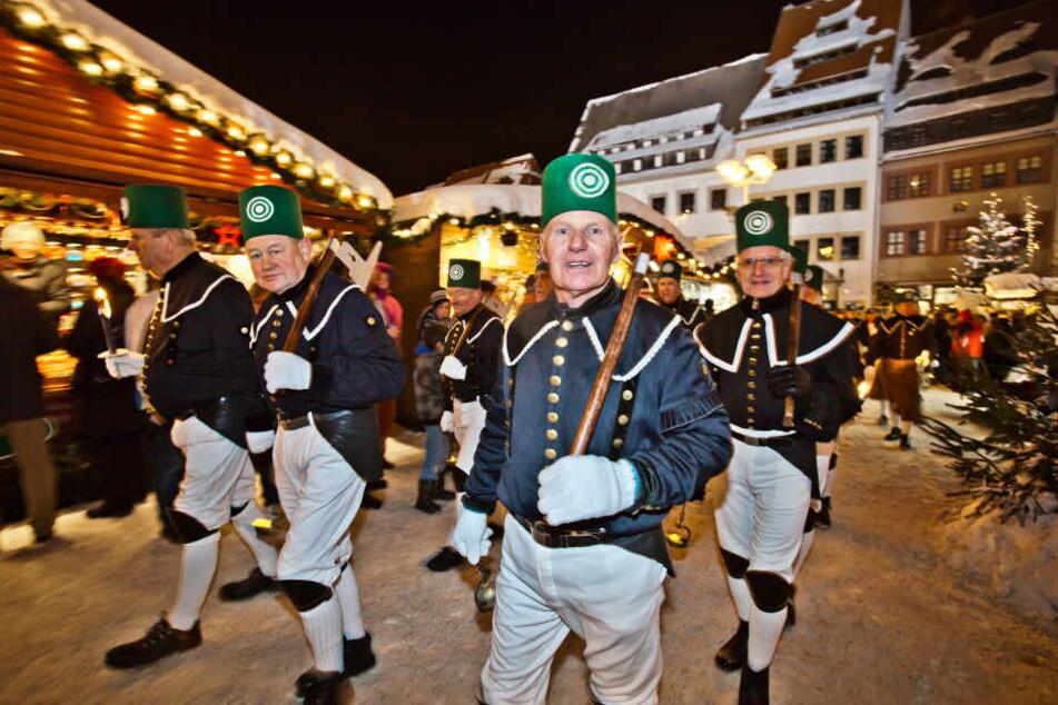 In Freiberg findet der Bergaufzug am 7. Dezember im Fackelschein statt.