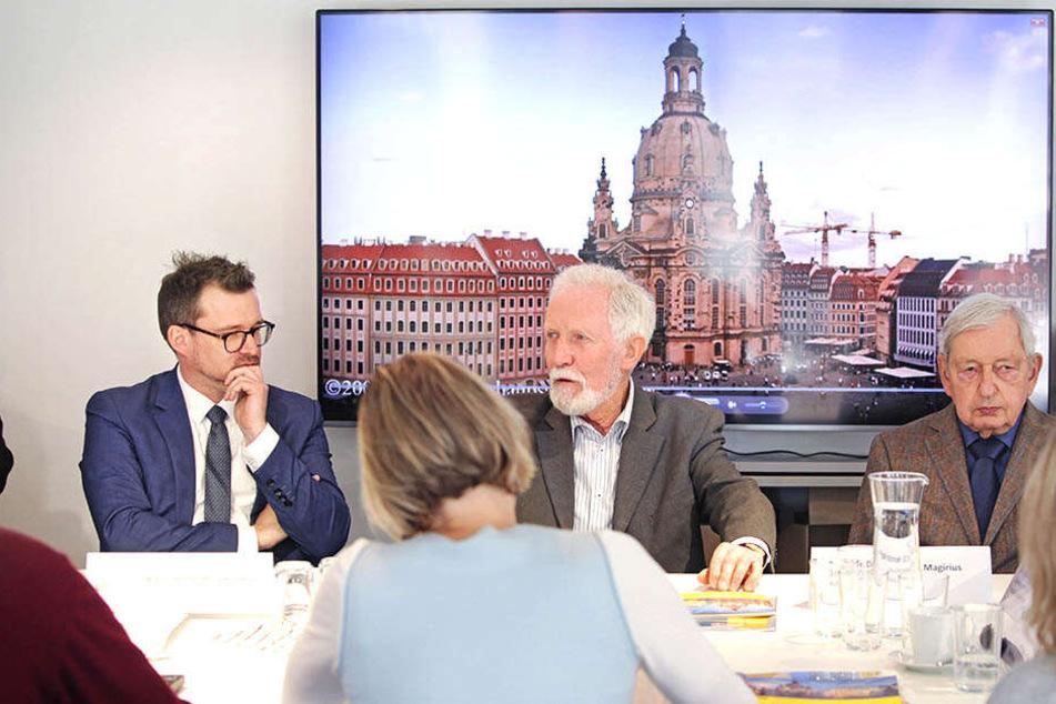 Die Gestaltungskommission (l. Baubürgermeister Raoul Schmidt-Lamontain, 42) bei ihrer letzten Sitzung vor der Auflösung.